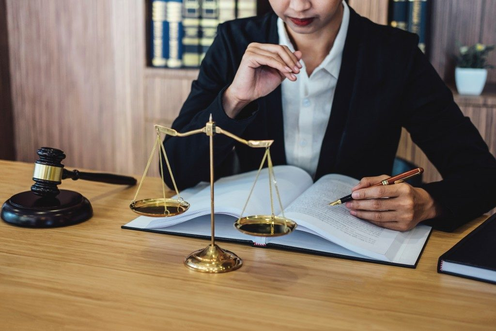 4 Tips to Help You Find the Best Lawyer for Your Case | Welcome to the Scene