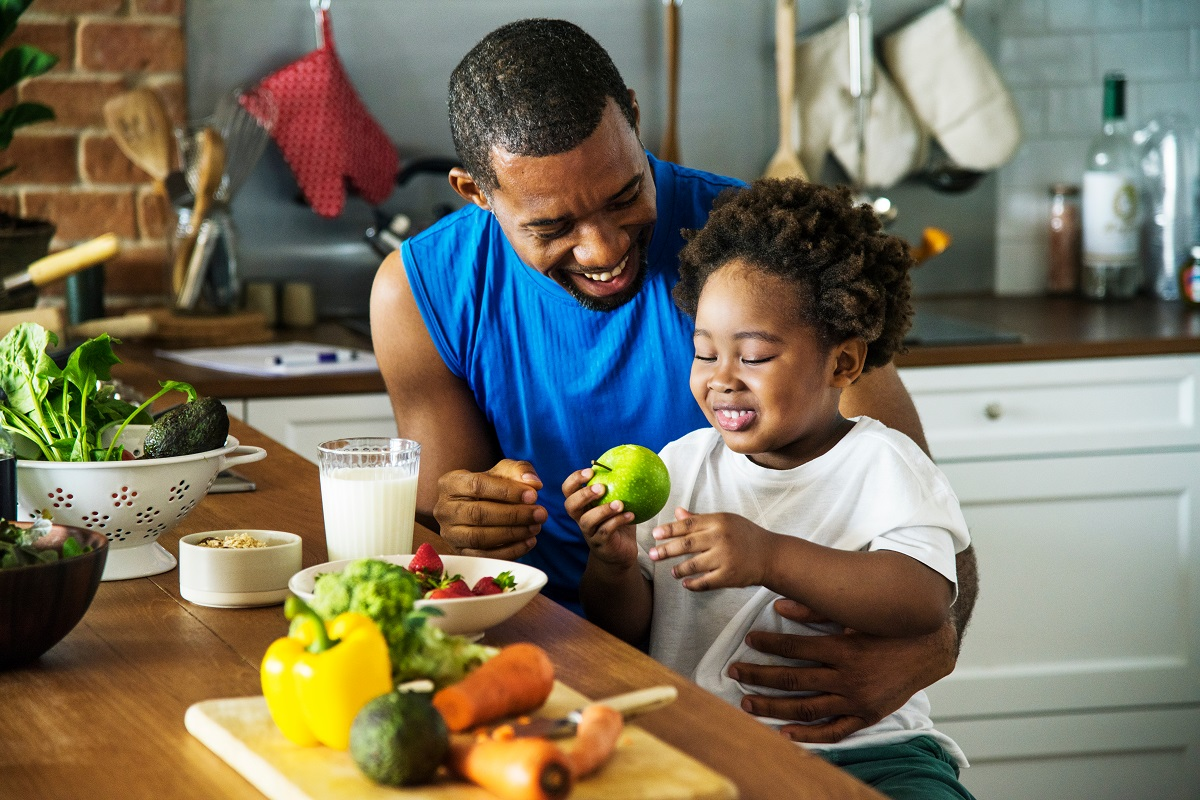 eating healthy father and child